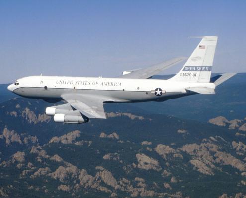 Un avion de l'opération Open Sky en vol